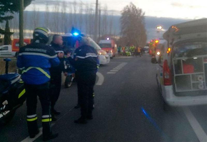 Поезд столкнулся с автобусом во Франции: погибли четыре ребенка