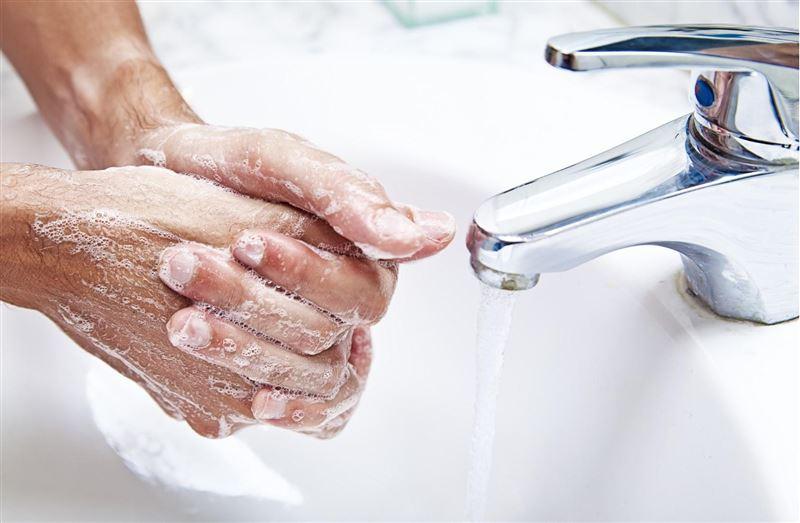 Микробиолог рассказал, как правильно мыть руки