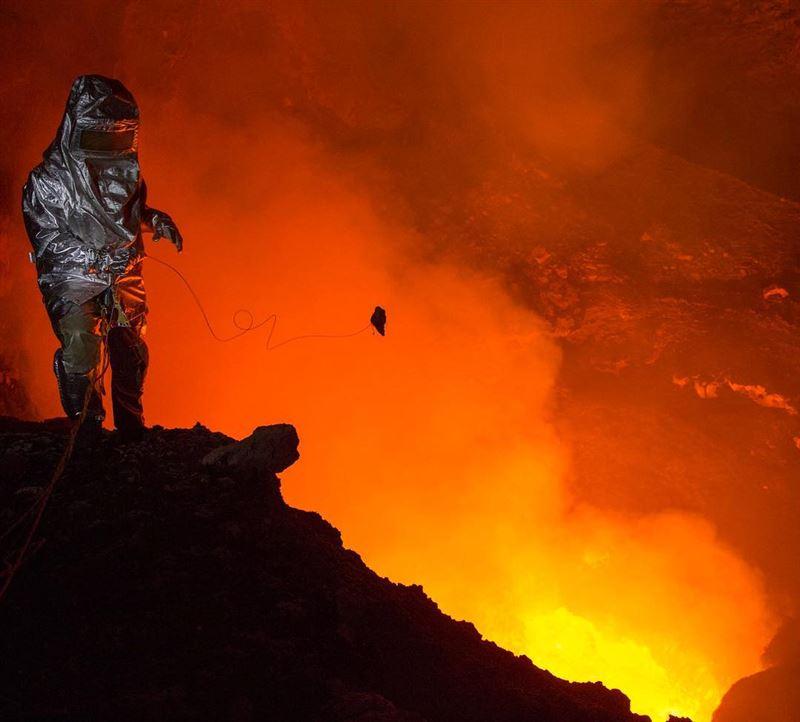 Впечатляющие снимки из самого жерла вулкана