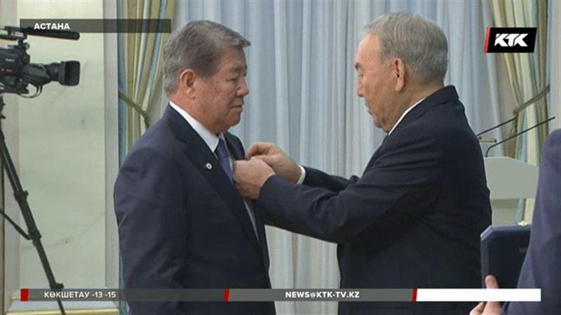 Назарбаев мереке қарсаңында мемлекеттік наградаларды табыстады