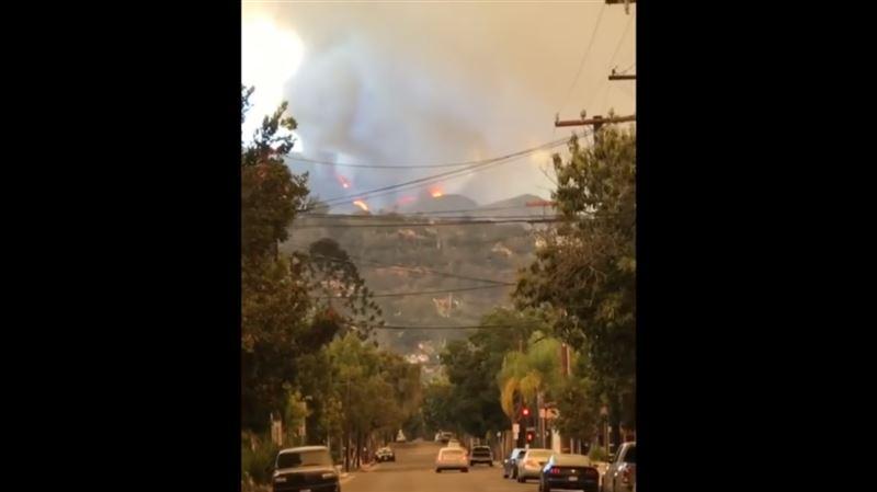 Людей эвакуируют из-за лесного пожара в Санта-Барбаре