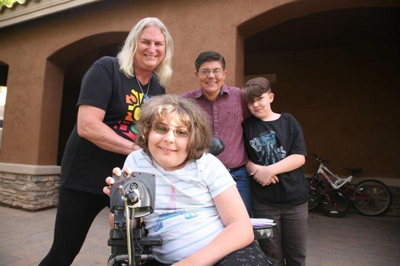 ФОТО: Семья из четырех человек стала трансгендерами