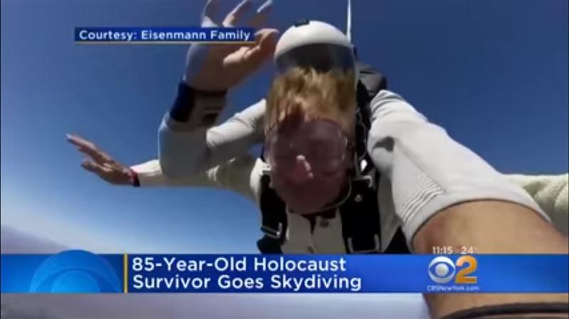 ВИДЕО: 85-летняя бабушка прыгнула с парашютом в День рождения внука
