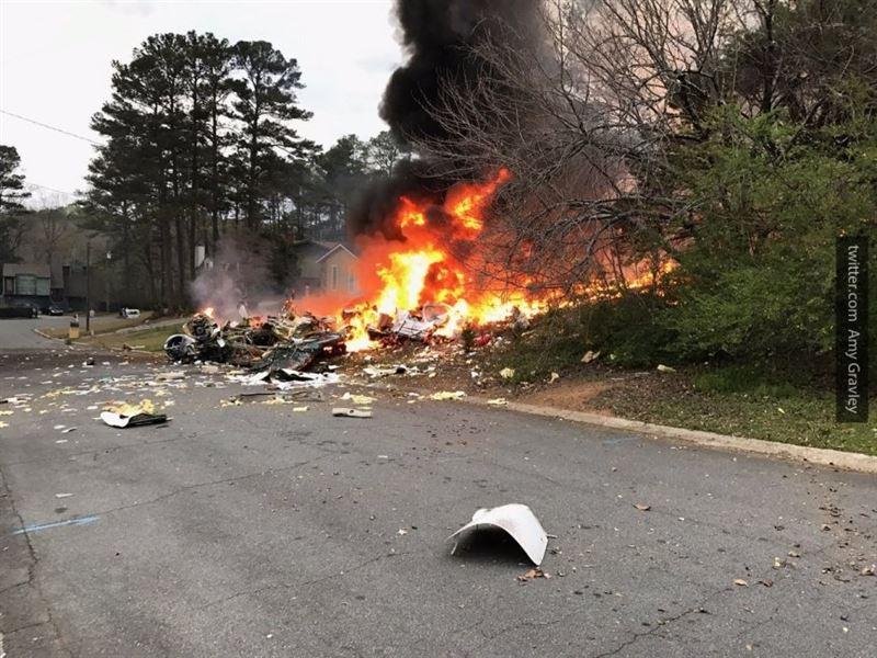 Три человека и собачка погибли при крушении самолета в США