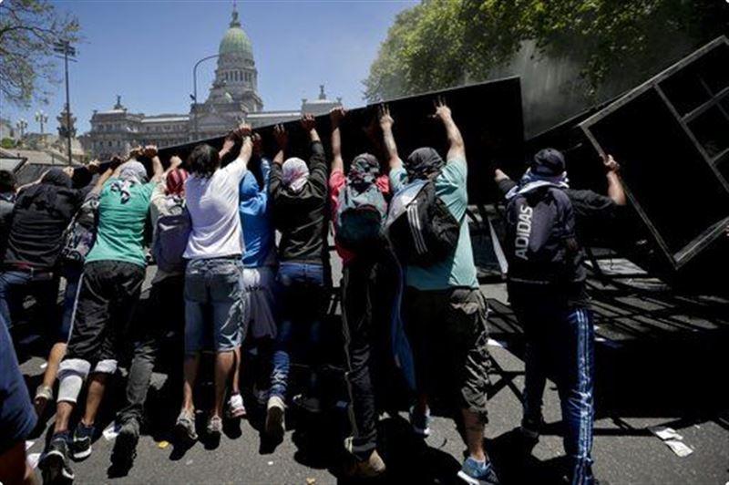 В Аргентине число пострадавших при протестах возросло до 162 человек