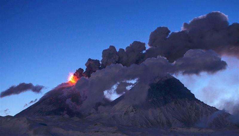 Вулкан Ключевской выбросил 6 километровый столб пепла