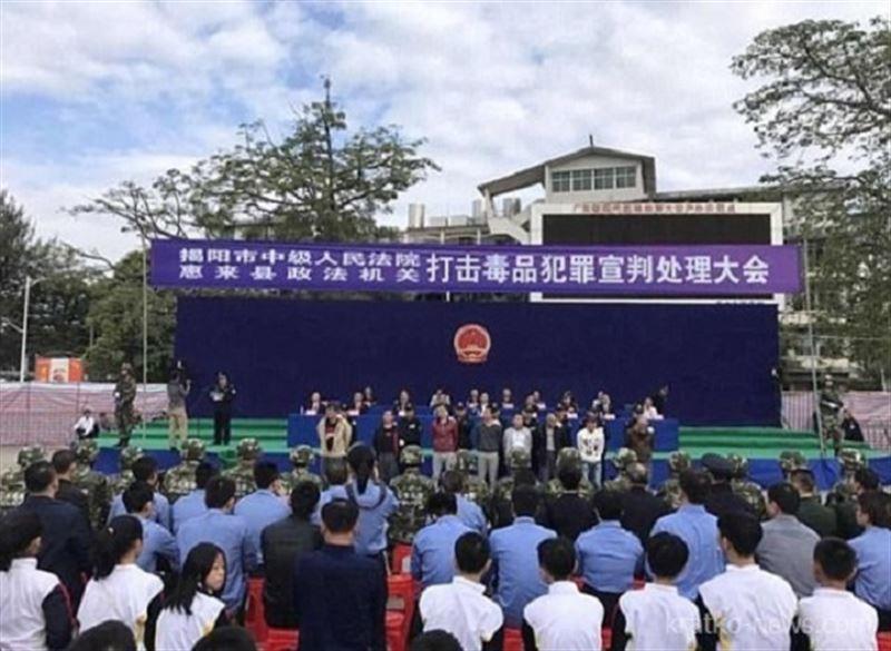 ВИДЕО: В Китае казнь превратили в представление