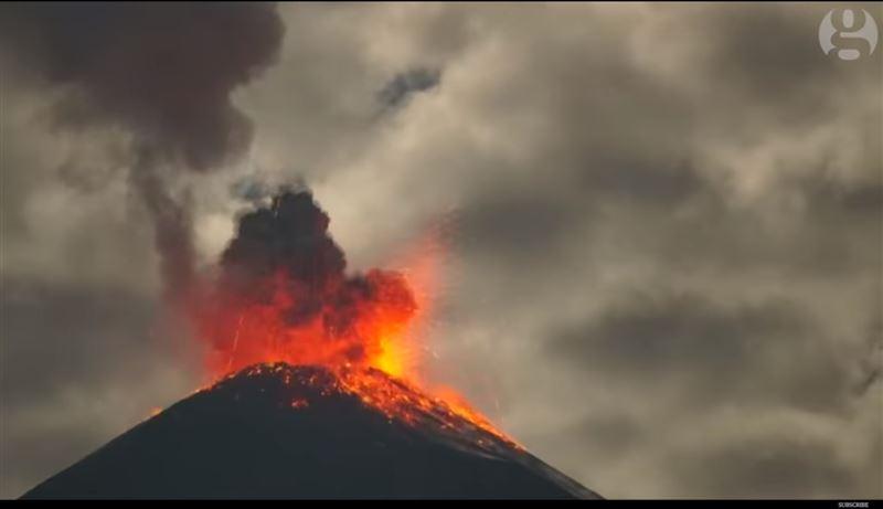Извержение малоизвестного вулкана в Эквадоре попало на видео