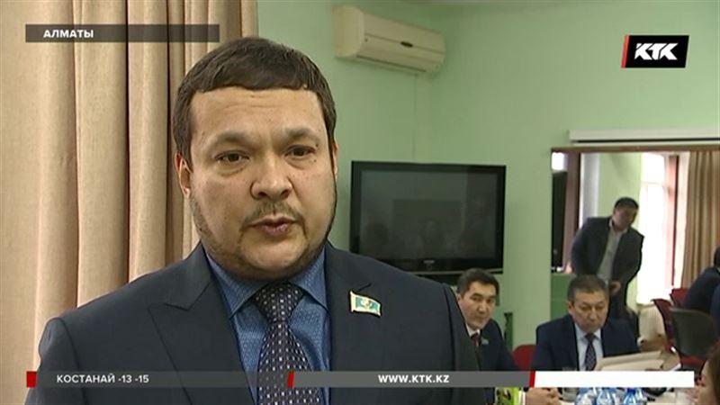 Алматинские депутаты вместо корпоратива помогли детям с ДЦП