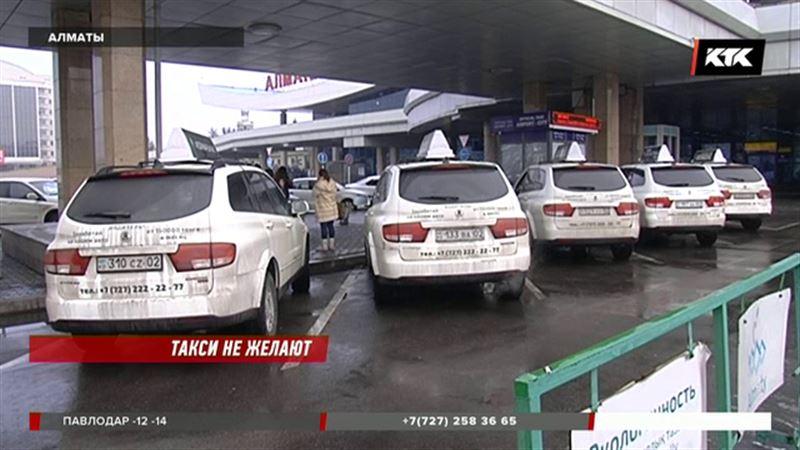 Избавиться от назойливых таксистов в аэропорту Алматы должны за два месяца