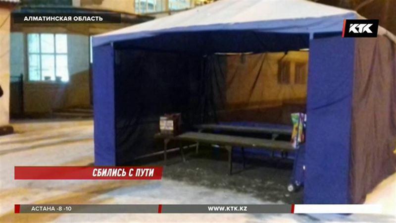 Пассажирам из Уштобе предложили греться в палатке, пока вокзал на ремонте