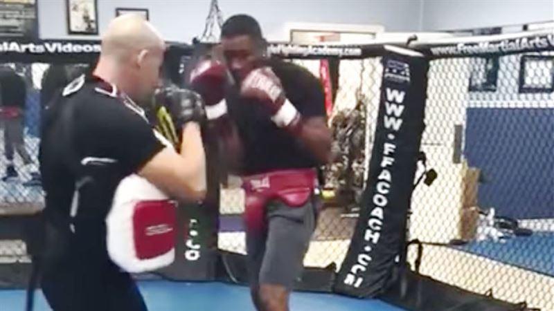 Кубинский боксер отправил в нокаут своего тренера