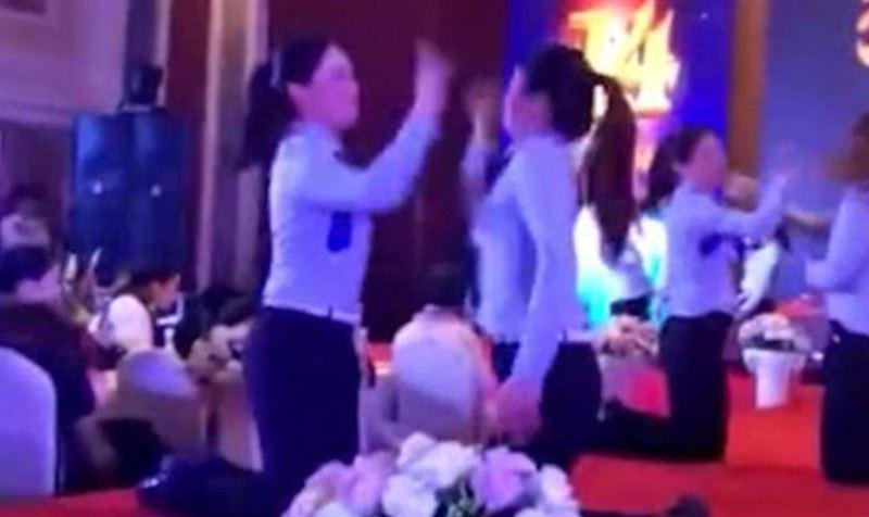 ВИДЕО: Китаянок заставили избивать друг друга на корпоративе