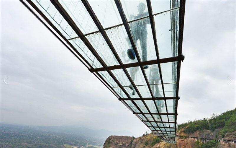 В Китае достроили новый самый длинный стеклянный мост в мире