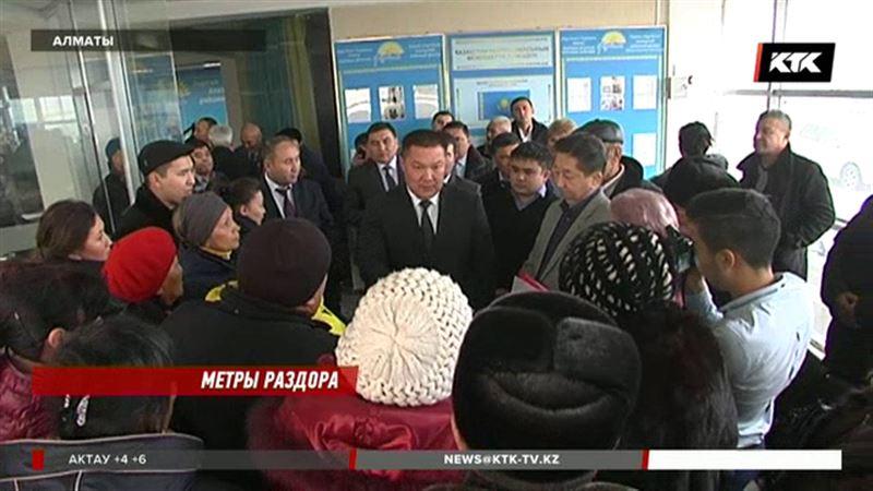 Жители многострадального дома в Алматы никак не могут получить документы