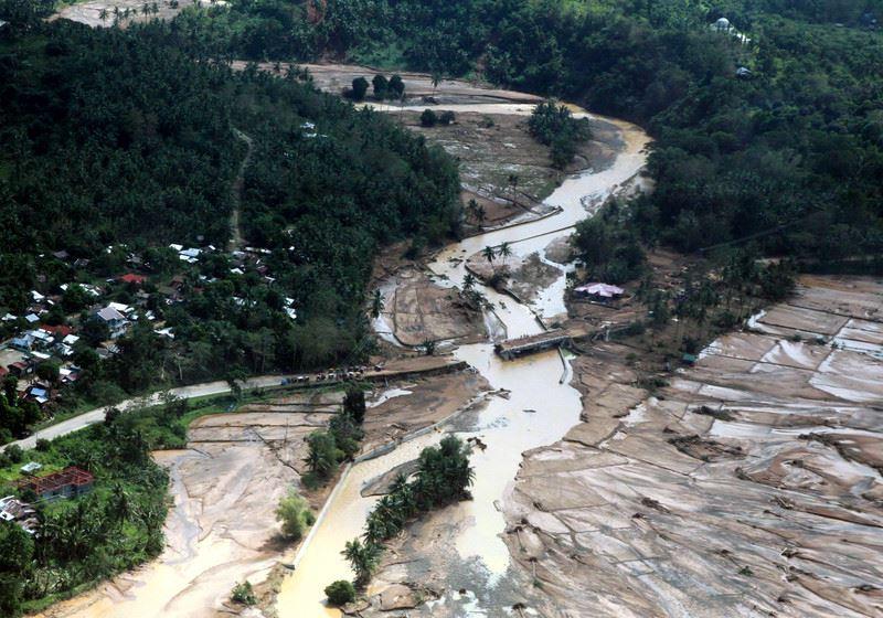 ВИДЕО: Тропический шторм унес жизни 90 человек
