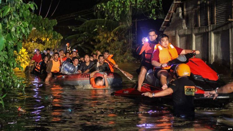 Число жертв наводнений и оползней на Филиппинах возросло до 200