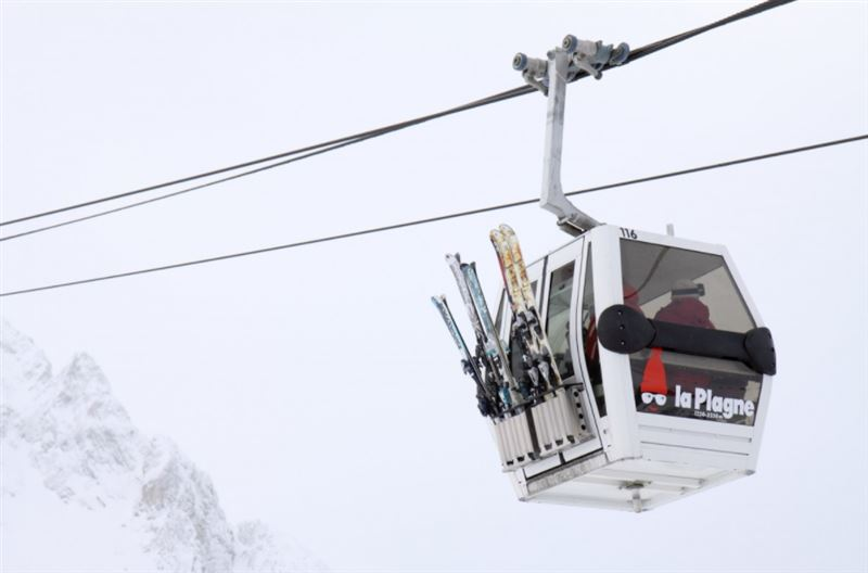 Более 100 туристов застряли во Французских Альпах из-за поломки подъемника