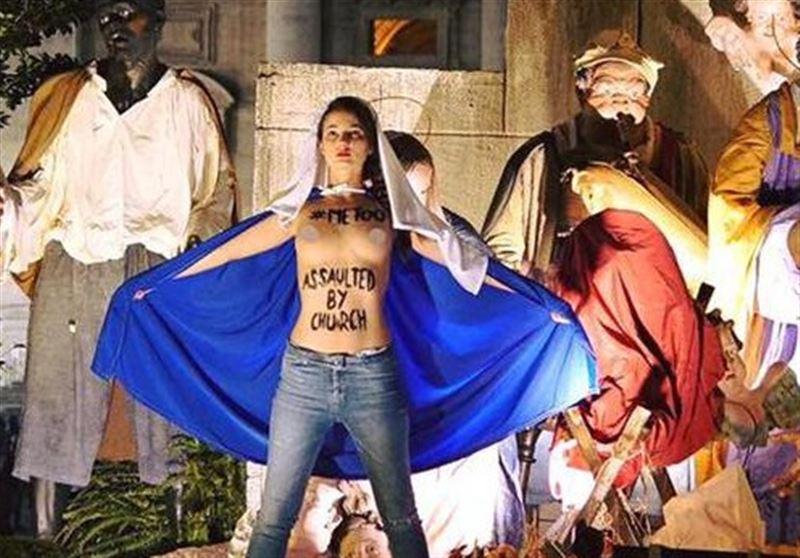 ФОТО (18+): Участницы движения Femen провели акцию на площади Святого Петра в Ватикане