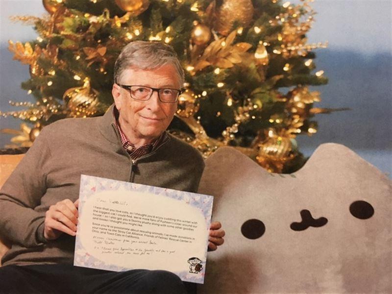 «Құпия Аяз ата»: Билл Гейтс бейтаныс қызға сыйлықтар жолдады