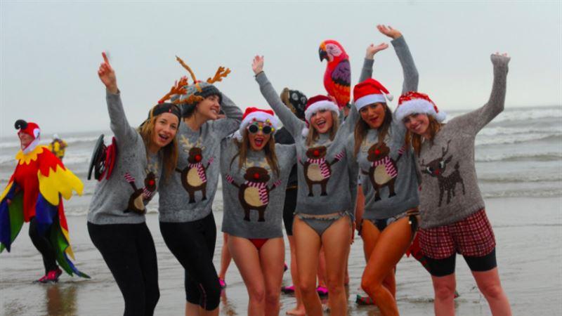 В Великобритании прошел ежегодный рождественский заплыв
