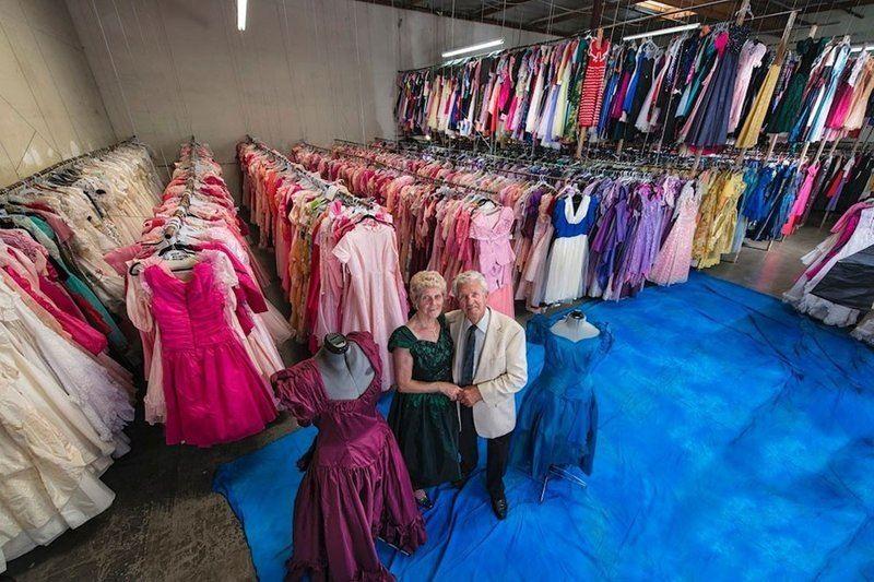 ФОТО: 55 000 платьев подарил мужчина супруге за 56 лет их брака