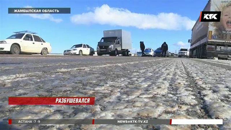В Жамбылской области сорвало кровлю нескольких зданий