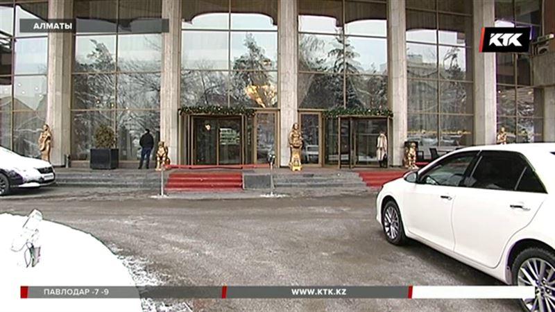 Алматылық таксист шетелдік туристті әуежайдан қонақ үйге жеткізгені үшін 40 мың теңге алған