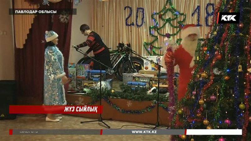 Павлодар облысында ата-ана қамқорлығынан айырылған жүз балаға сыйлық табысталды