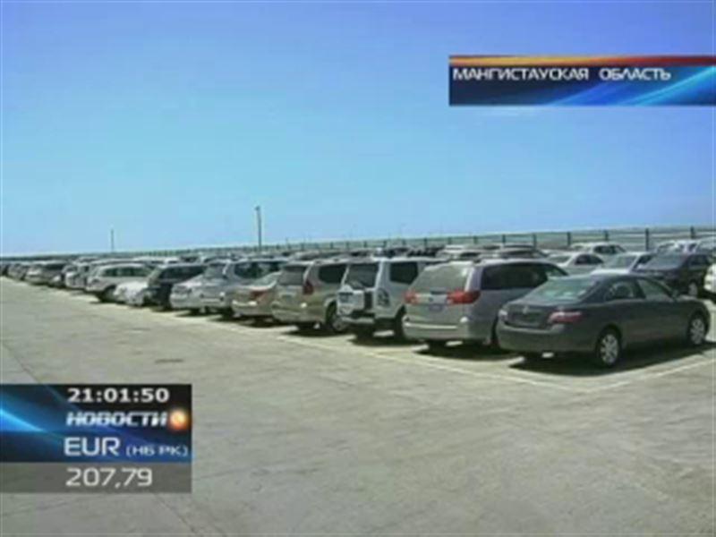 На границе скопилось много импортных автомобилей, таможня перешла на усиленный режим работы