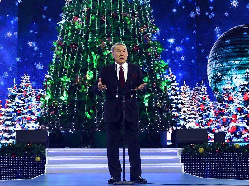Нурсултан Назарбаев выступил на благотворительном бале в Астане