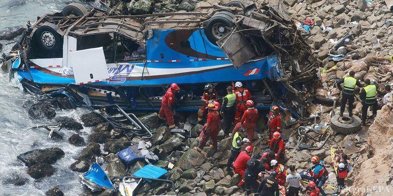 В Перу автобус упал в пропасть, погибли 48 человек