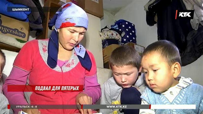 Женщина с четырьмя детьми ютится в подвале шымкентской аптеки