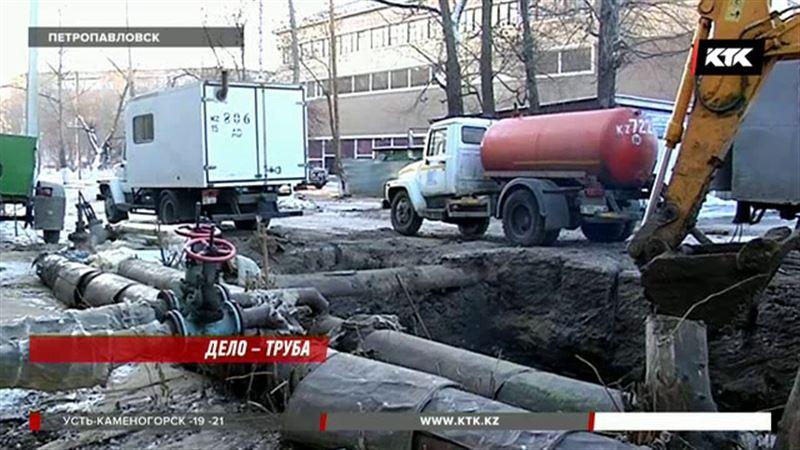 Центр Петропавловска из-за коммунальной аварии превратился в каток