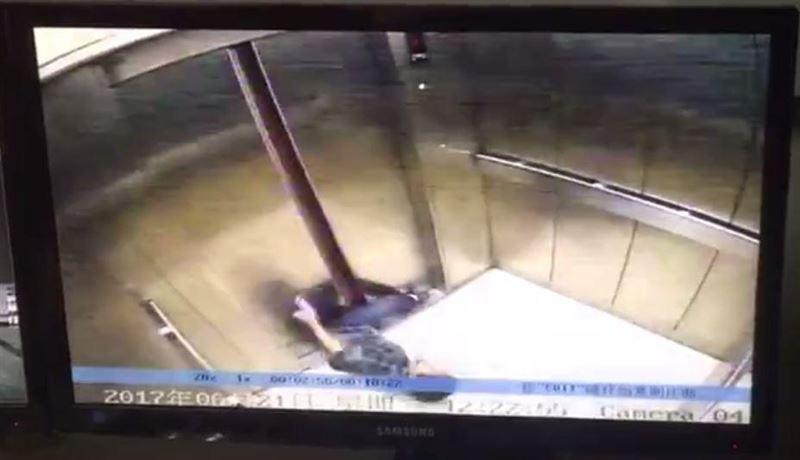 ШОК (18+): Женщине оторвало ногу дверью лифта