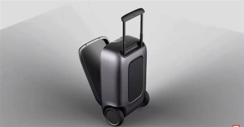 Изобретен чемодан-щенок, который умеет следовать за владельцем