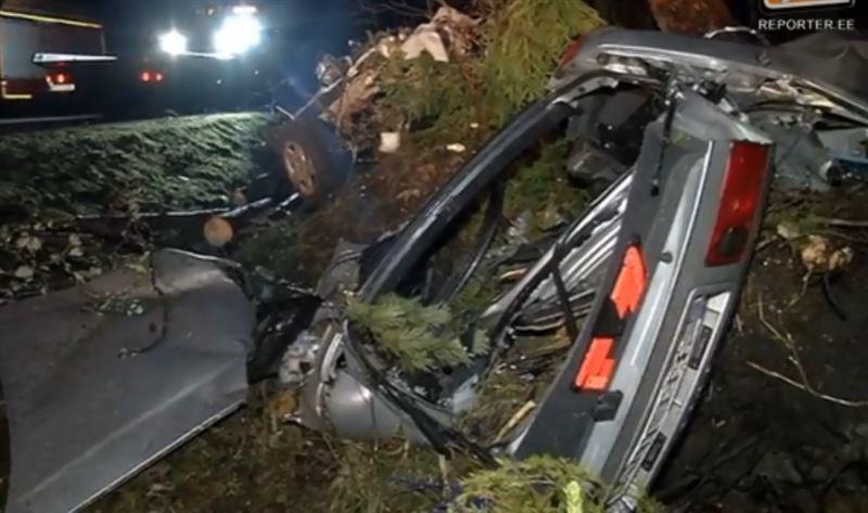 ФОТО: В результате жуткого ДТП машину разорвало на куски