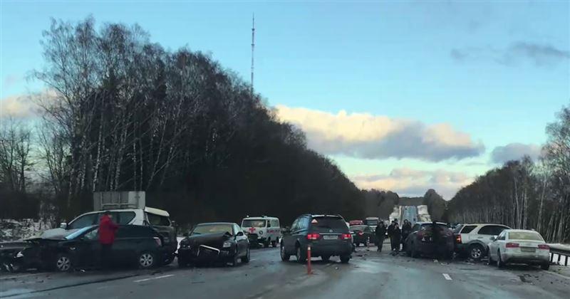 ВИДЕО: Ресейде көк тайғақтың кесірінен 15-тен астам автокөлік соқтығысқан