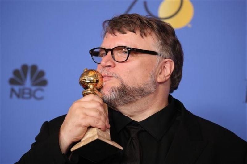 Режиссер Гильермо дель Торо был удостоен премии «Золотой глобус» в категории «Лучший режиссер»