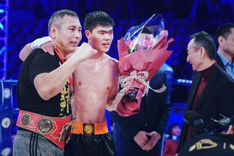 ФОТО: Қазақ жігіті «Қытайдың бокс королі» атанды