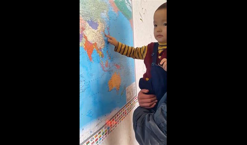 ВИДЕО: Двухлетний мальчик из Кыргызстана знает карту мира и флаги стран