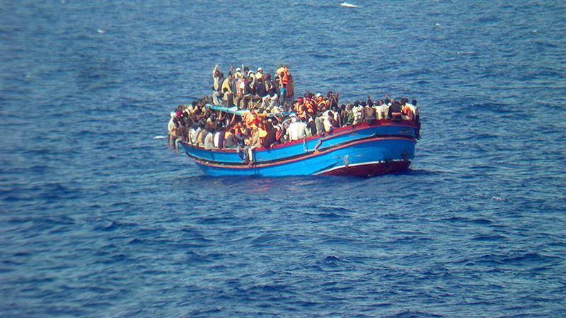 У берегов Ливии перевернулась лодка с нелегалами, погибли 50 человек