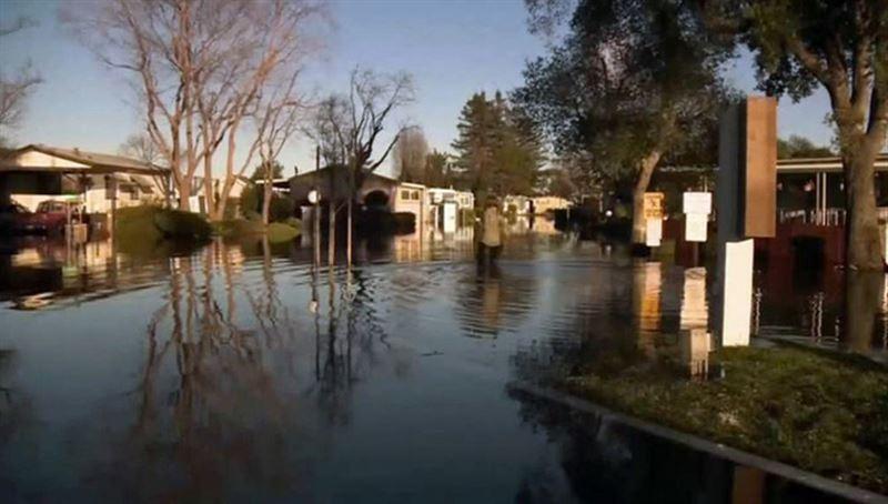 Число жертв мощных ливней в Калифорнии выросло до 13