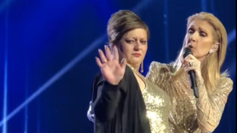 Пьяная фанатка взобралась на сцену, чтобы потереться о Селин Дион