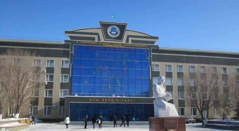 ВИДЕО: Астанада Аграрлық университеттің шатырын жел ұшырып әкетті