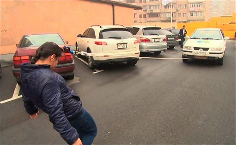 ВИДЕО: 16-летняя девушка на волосах протащила автомобиль