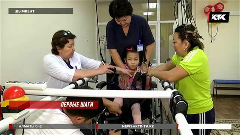 Казахстанских детей c ДЦП ставит на ноги робот
