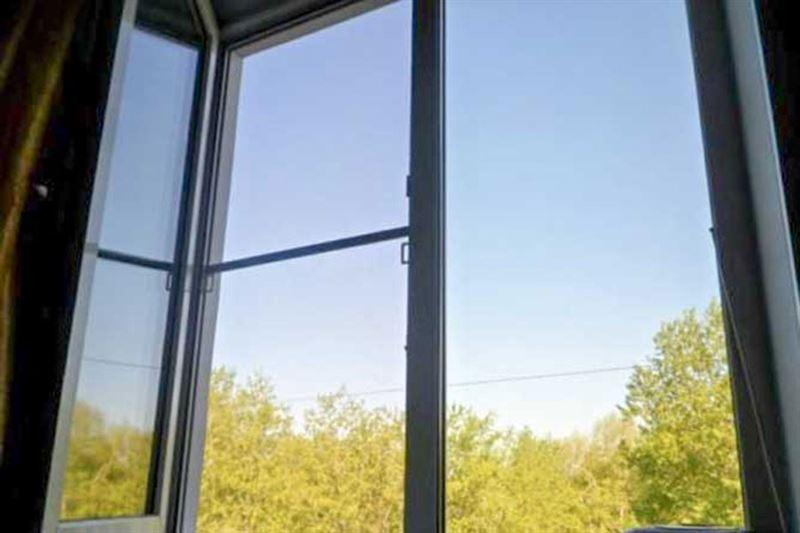 ШОК: На видео попал момент падения роженицы из окна роддома