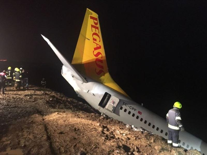 Опубликовано видео из салона самолета, который едва не выкатился в море в Турции