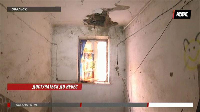 В уральской двухэтажке рухнул потолок